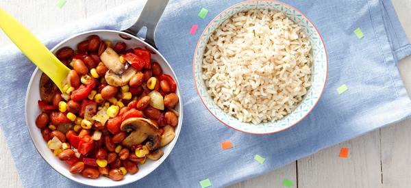 Quinoa salade met mango, zalm en paprika