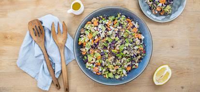Quinoa salade met rode kool en feta