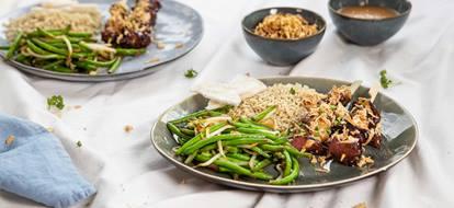 saté van kipdijfilet met rijst en groenten