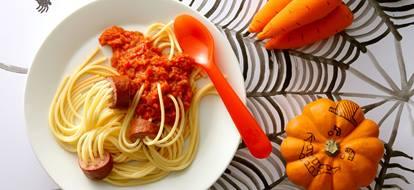 Spaghetti met tomaten groente saus