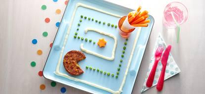 Vegetarische groenteburger met worteltjes en aardappelpuree
