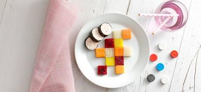 Dambordje van gekleurde groentes bieten gekleurde wortels zoete aardappel met kip
